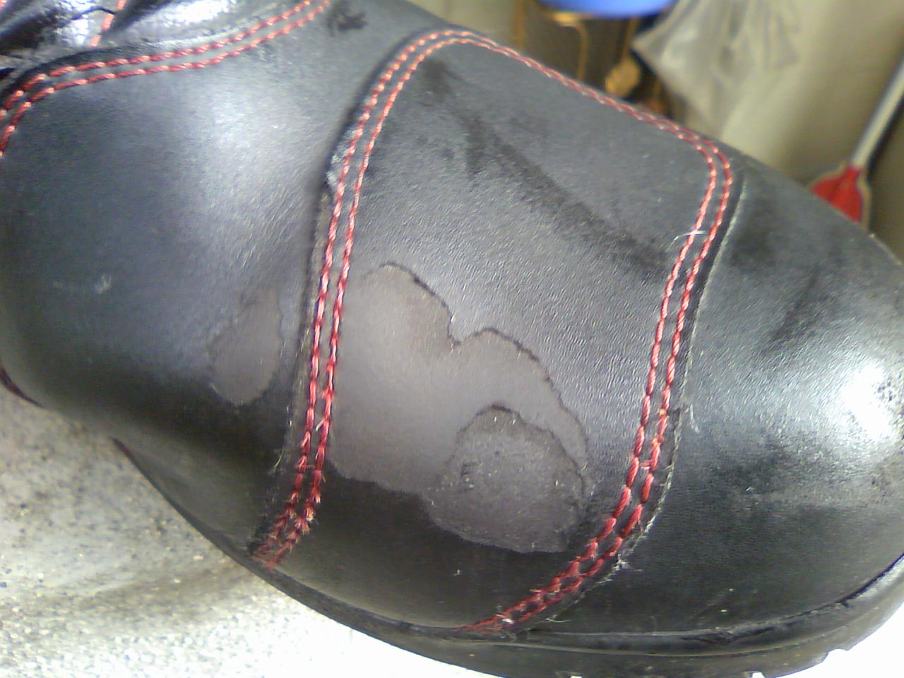 ブーツに刻まれた足跡